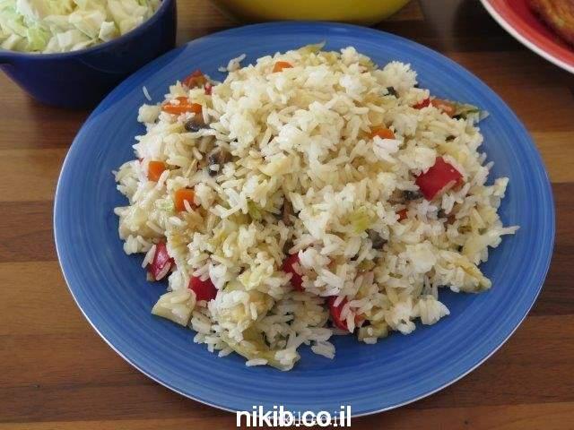 ארוחה עם פשטידת תפוחי אדמה, עוף בגריל ואורז