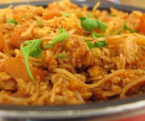 בשר טחון עם אטריות אורז