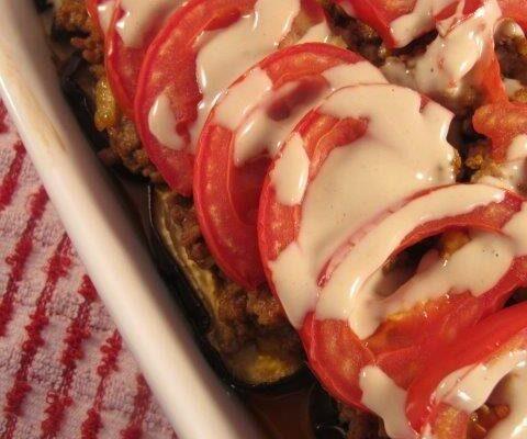 מאפה בשר טחון חצילים ועגבניות