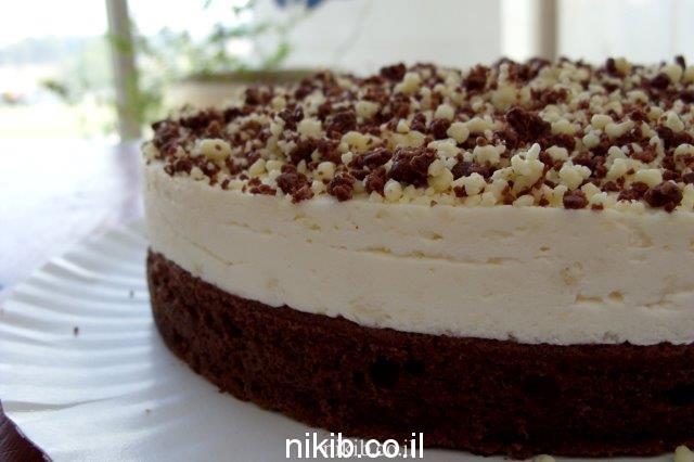 עוגת שוקולד וקרם וניל