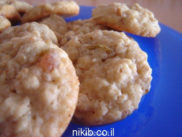 עוגיות גרנולה ופירות יבשים