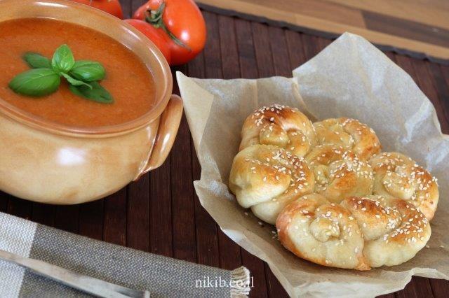 מרק עגבניות עם לחם