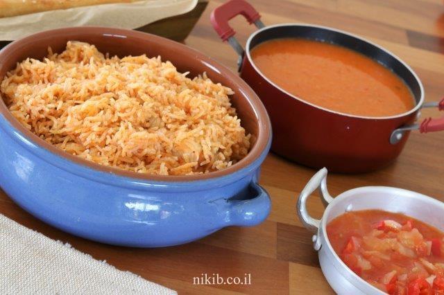 עוף עם אורז בסיר