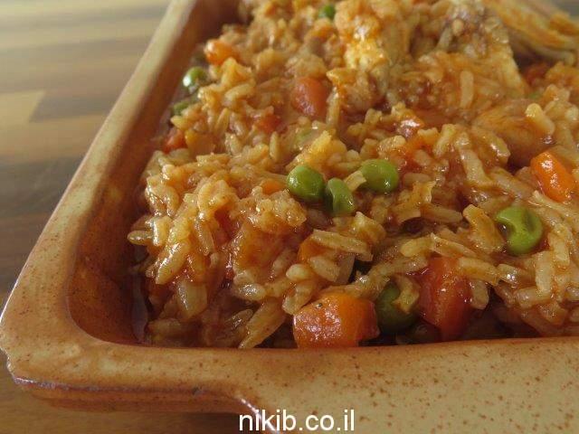 תבשיל עוף עם אפונה ואורז