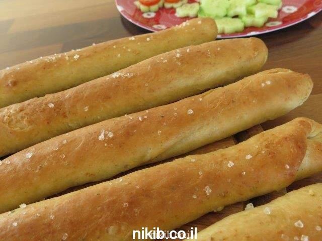 שישי צהריים מקלות לחם עם פסטה