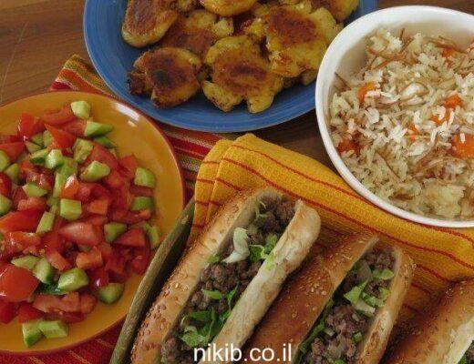 ארוחת כריכים עם תפוחי אדמה אפויים ואורז