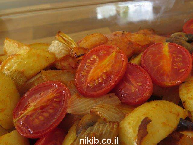 חזה עוף אפוי בתנור עם ירקות