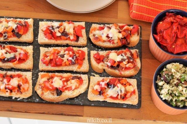 פיצת ירקות על הלחם