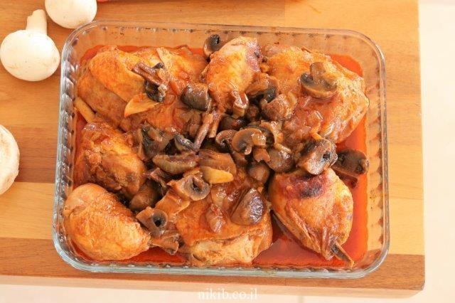 עוף עם פטריות בקוקי