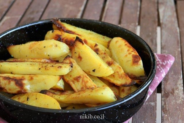 פלחי תפוחי אדמה אפויים בתנור