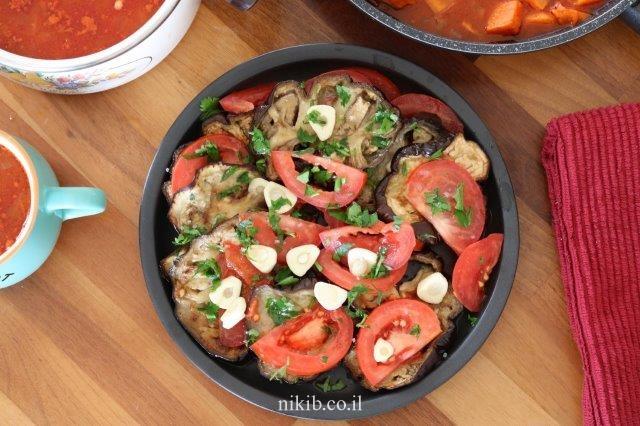 סלט חצילים ועגבניות מוחמצים