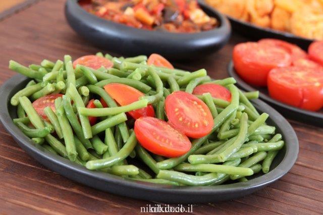 שעועית ירוקה מוקפצת עם עגבניות שרי