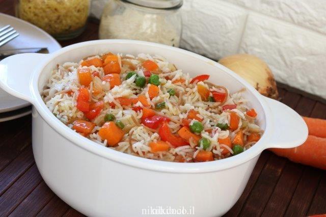אורז סיני מטוגן עם ירקות