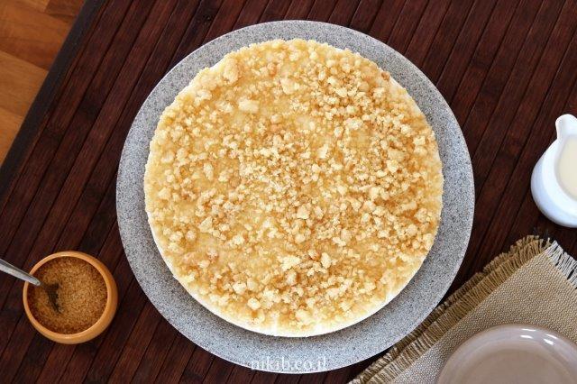עוגת גבינה ושוקולד לבן עם פירורים