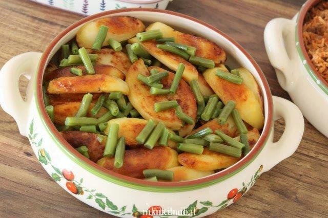 תפוחי אדמה אפויים עם שעועית ירוקה