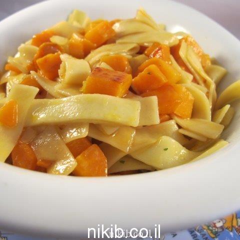 אטריות עם ירקות כתומים