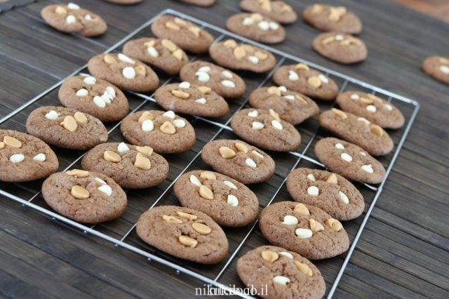 עוגיות שוקולד עם נטיפי חמאת בוטנים
