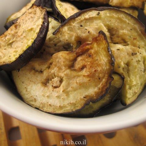 פרוסות חצילים ועגבניות שרי עם חומץ בלסמי