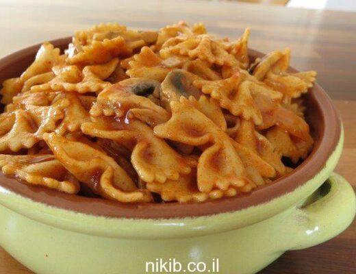 פסטה ברוטב עגבניות ופטריות