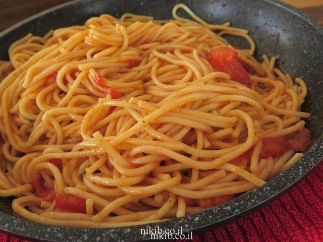 רוטב עגבניות ובזיליקום לספגטי