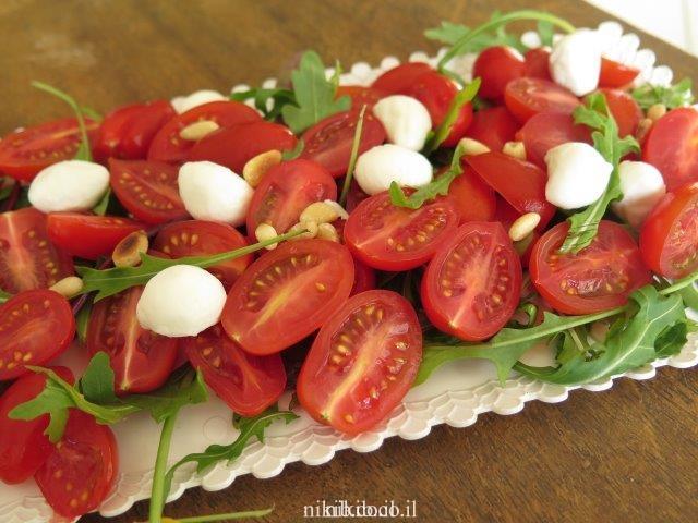 סלט עגבניות שרי לאירוח