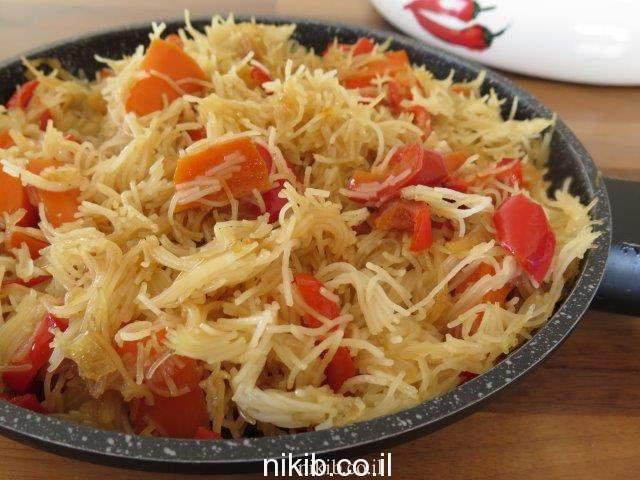 ירקות מוקפצים עם אטריות אורז