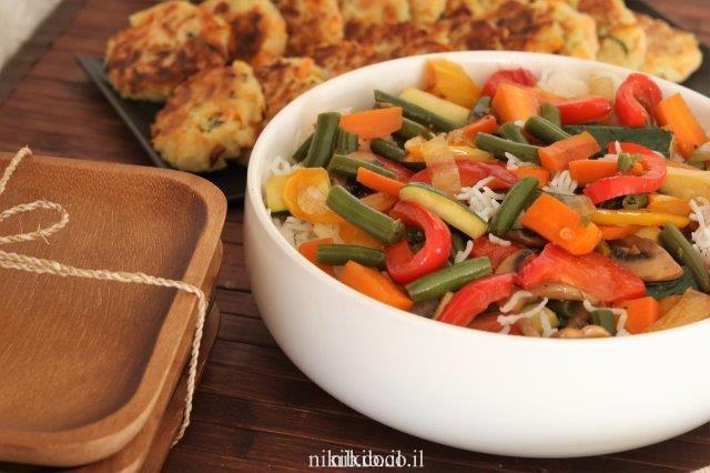 אורז מוקפץ עם ירקות מוקפצים