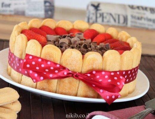 עוגת בישקוטים עם תותים