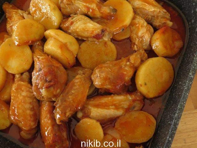 כנפיים ותפוחי אדמה ארוחה שלמה במחבת
