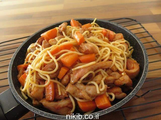 ספגטי עם חזה עוף וירקות