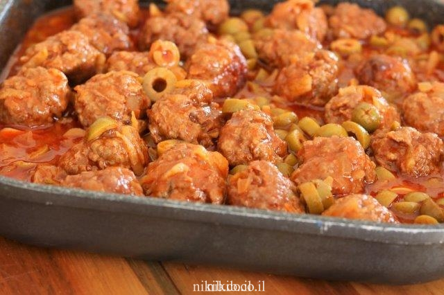 קציצות עם זיתים ברוטב עגבניות