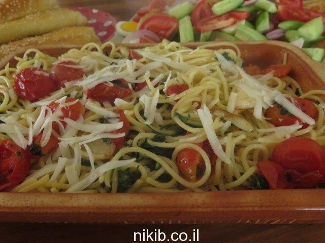 פסטה בשמן זית ועגבניות מיובשות
