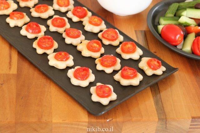 מיני מאפים עם עגבניות שרי