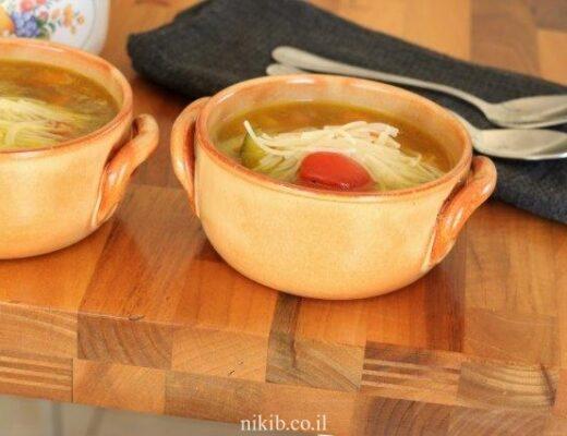 מרק ירקות עם אטריות