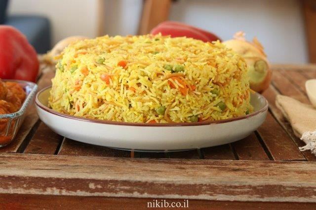 אורז צהוב עם אפונה וגזר
