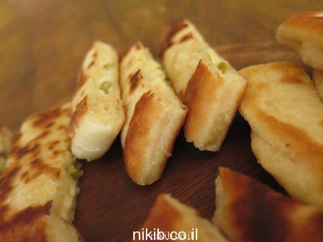 אצבעות גבינה וזיתים