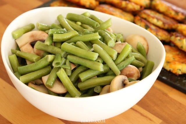 פטריות מוקפצות עם שעועית ירוקה