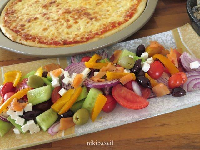ארוחת פיצה ופסטה מוקרמת