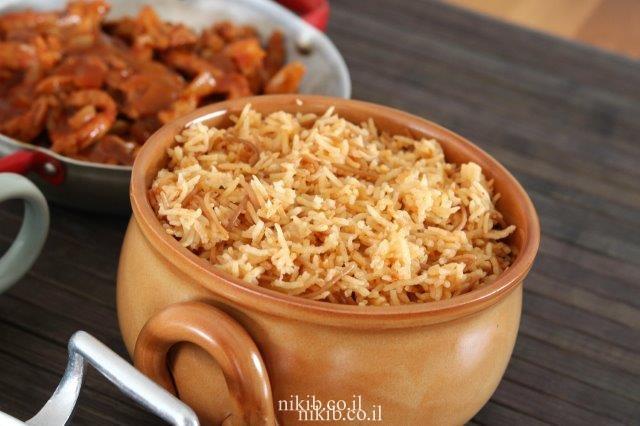 אורז אדום עם אטריות