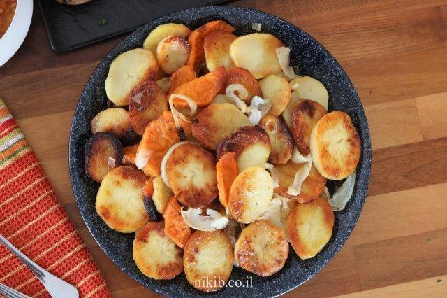 תפוחי אדמה ובטטות אפויים בתנור