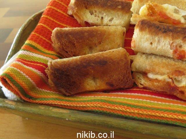 חטיפי לחם וגבינה צהובה