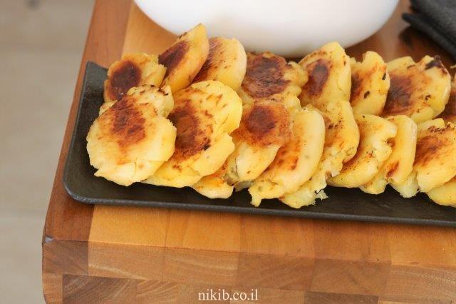 תפוחי אדמה אפויים מעוכים