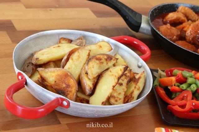 תפוחי אדמה אפויים עם קליפה