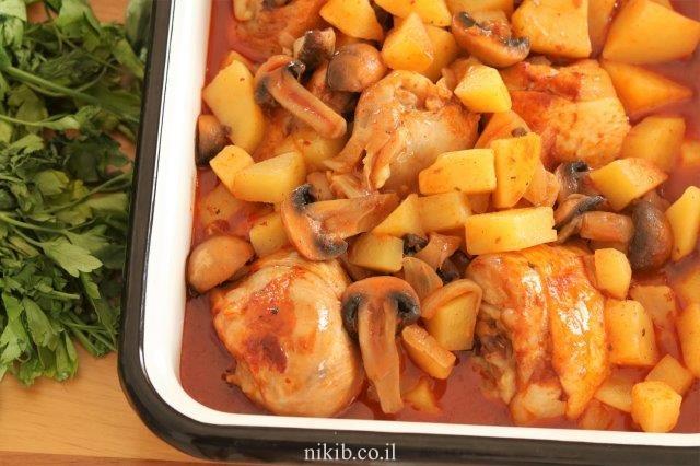 עוף עם פטריות ותפוחי אדמה