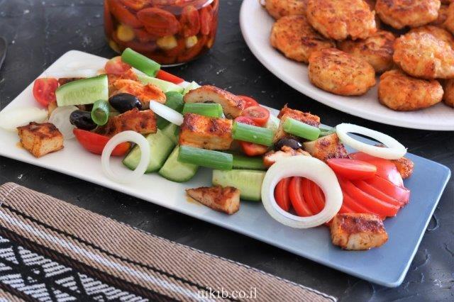 סלט חזה עוף עם ירקות