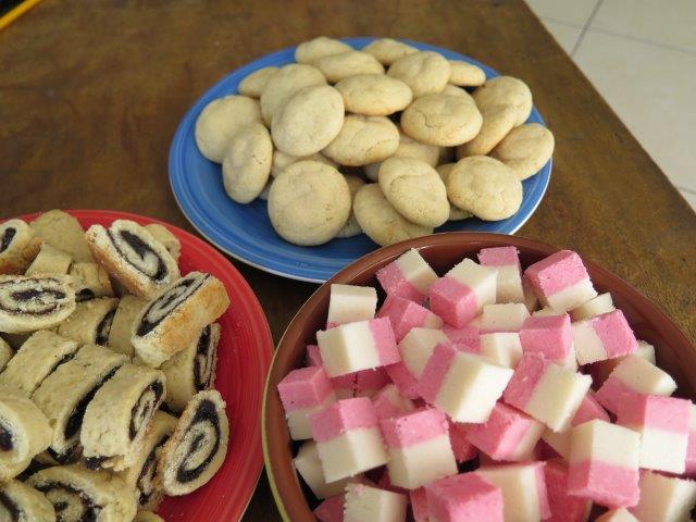 עוגיות חלבה, רולדות פרג, קוביות קוקוס
