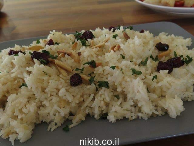 אורז עם חמוציות ושקדים