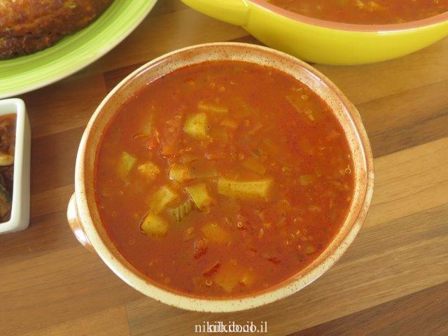 מרק עגבניות וקינואה