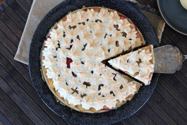 עוגת תפוחים וקצף על בסיס בצק פריך