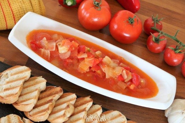 סלט עגבניות ופלפלים חריפים